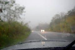 Conducción en el camino durante la lluvia Imágenes de archivo libres de regalías