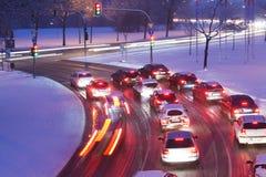 Conducción en el camino nevoso Fotos de archivo libres de regalías
