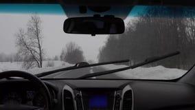 Conducción en el invierno en el vídeo del timelapse de las carreteras nacionales almacen de video