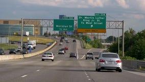 Conducción en la autopista sin peaje a Chicago - CHICAGO ESTADOS UNIDOS - 11 DE JUNIO DE 2019 almacen de metraje de vídeo