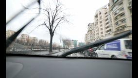 Conducción en la lluvia con el sonido almacen de metraje de vídeo