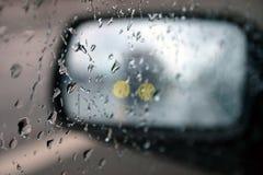 Conducción en la lluvia II foto de archivo