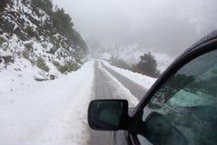 Conducción en la nieve Imagen de archivo libre de regalías