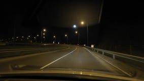 Conducción en la noche almacen de metraje de vídeo