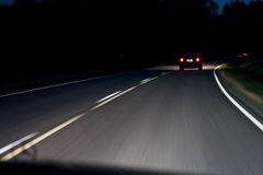 Conducción en la noche fotografía de archivo libre de regalías