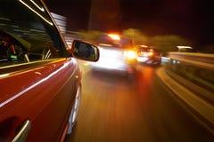 Conducción en la noche imagen de archivo libre de regalías