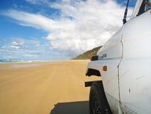 Conducción en la playa Imágenes de archivo libres de regalías