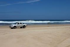 Conducción en la playa Fotos de archivo