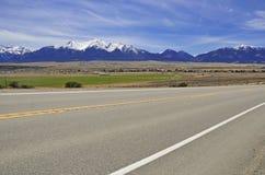 Conducción en las montañas Foto de archivo
