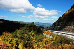 Conducción en las montañas Fotografía de archivo