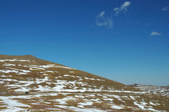 Conducción en parque nacional de la montaña rocosa Imagen de archivo
