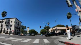 Conducción en Rodeo Drive en Beverly Hills - LOS ANGELES LOS E.E.U.U. - 18 DE MARZO DE 2019 metrajes