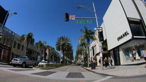 Conducción en Rodeo Drive en Beverly Hills - LOS ANGELES LOS E.E.U.U. - 18 DE MARZO DE 2019 almacen de video