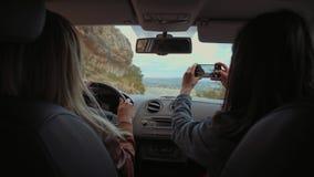 Conducción en serpentina de la montaña almacen de video