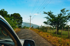 Conducción en un camino de tierra en Jamaica Imágenes de archivo libres de regalías