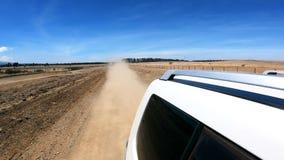 Conducción en un camino de tierra