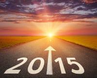Conducción en un camino vacío a 2015 Imagen de archivo