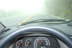 Conducción en una niebla Foto de archivo libre de regalías