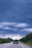 Conducción en una tormenta Imagenes de archivo