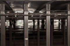 Conducción rápida en un túnel fotografía de archivo libre de regalías