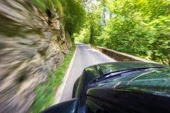 Conducción rápidamente del coche Foto de archivo libre de regalías