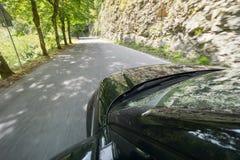 Conducción rápidamente del coche Fotos de archivo