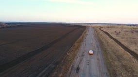 Conducción rápidamente en una carretera almacen de video