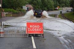 Conducción a través de la inundación Fotos de archivo libres de regalías