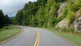 Conducción a través de los apalaches en el verano almacen de metraje de vídeo