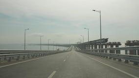 Conducción a través del puente almacen de video