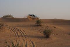 Conducción campo a través en desierto Fotografía de archivo libre de regalías