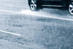 Conducción en agua de inundación Foto de archivo libre de regalías