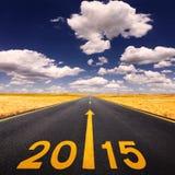 Conducción en la carretera de asfalto adelante al Año Nuevo Foto de archivo libre de regalías