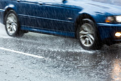 Conducción en lluvia pesada Fotografía de archivo libre de regalías