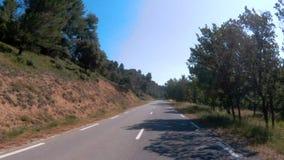 Conduciendo abajo del camino en Córcega, Francia almacen de video