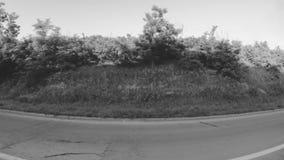 Conduciendo el canal la ciudad suburbana almacen de video