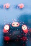 Conduciendo en una lluvia, atasco en coche imagen de archivo libre de regalías
