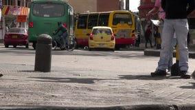 Conduciendo peligroso, mala conducción, accidentes cercanos almacen de metraje de vídeo
