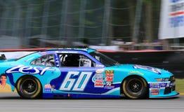 Conducteur Chris Buescher de NASCAR sur la voie Images libres de droits