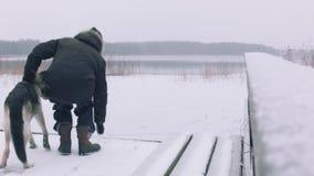 Conducteur In Cold Weather banque de vidéos