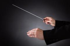 Conducteur d'orchestre femelle avec le bâton Image stock