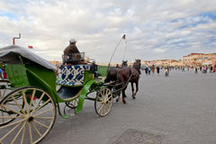 Conducteur de chariot sur le chemin au l'EL-Fnaa de Jemaa, Marrakech Images stock