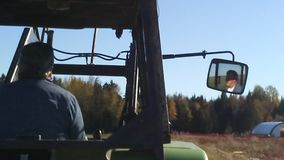 Conducteur de tracteur photo libre de droits
