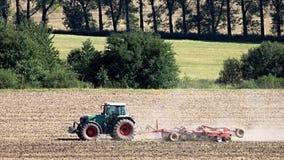 Conducteur de tracteur fonctionnant dans le domaine Photo libre de droits