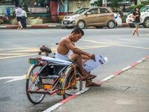 Conducteur de tricycle à Yangon, Myanmar Image libre de droits