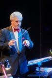 Conducteur dirigeant l'orchestre Photos libres de droits