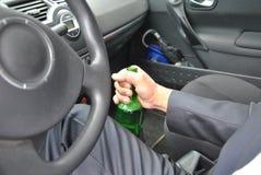 Conducteur ivre avec la bouteille Images libres de droits