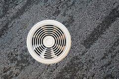 Conducto de ventilación del aire en una superficie gris foto de archivo libre de regalías