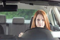 Conductor adolescente en coche Imagen de archivo