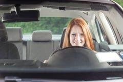 Conductor adolescente en coche Fotos de archivo libres de regalías